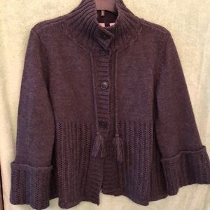 Women's crop sweater, great detail large